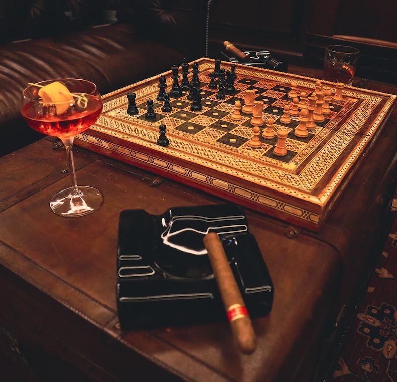 Cigar Lounge – Black Jack
